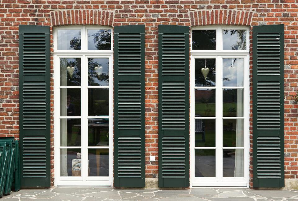 Sprossenfenster kunststoff  Holzfenster in geradliniger Ausführung