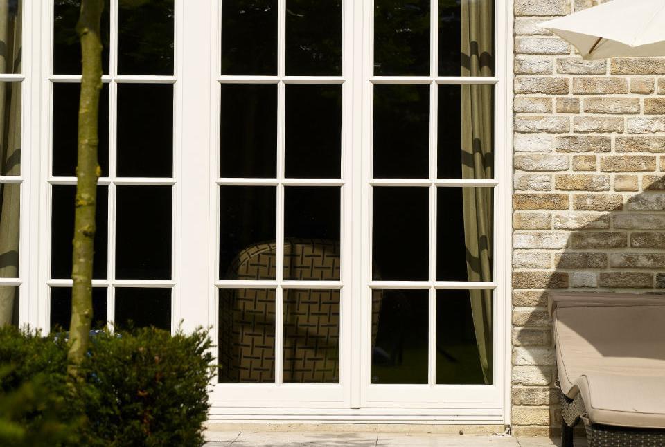 holzfensterenster aus holz in perfektion. Black Bedroom Furniture Sets. Home Design Ideas